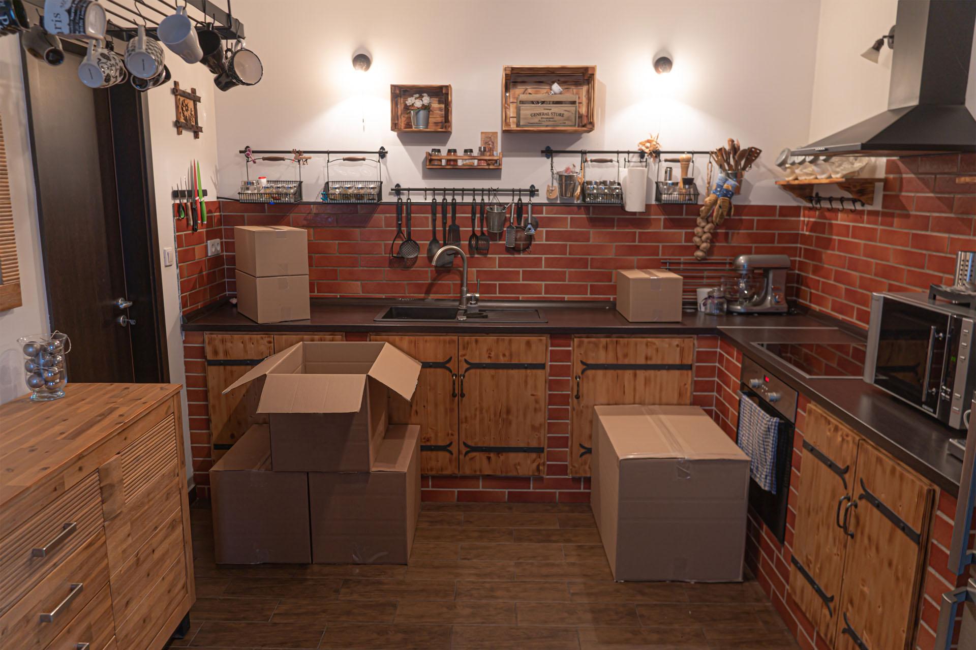 Költöztetés - konyha dobozkkal